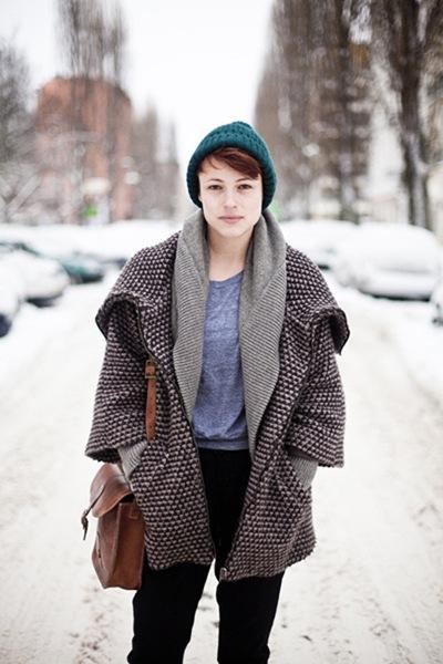 berlin-green-hat-vintage-bag