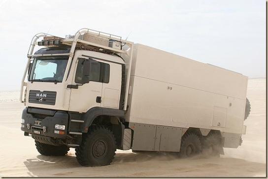 Traverser le désert en camion UNICAT TGA 6 × 6 (30)