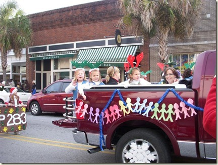 Beaufort_parade_truck with kids (Medium)_thumb[3]
