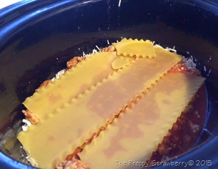 Easy Crock Pot Lasagna {The Preppy Strawberry}