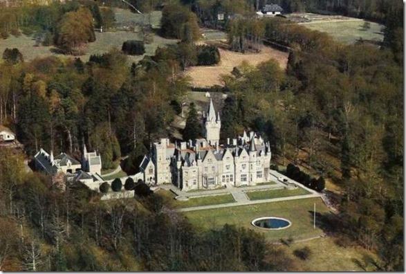 abandoned-castle-belguim-10