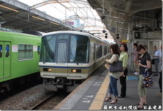 日本電車,我們就是搭錯了 這輛電車,反正同樣的票價,還多坐了幾次電車呢~