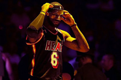 lebron james nba 140301 mia vs orl 05 LeBron Uses Clear Mask and New Soldier 7 PE in Black & White