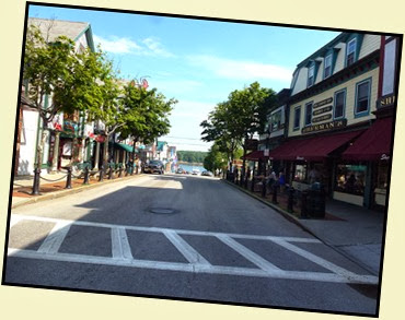 02d - walking Main Street in Bar Harbor - early morning