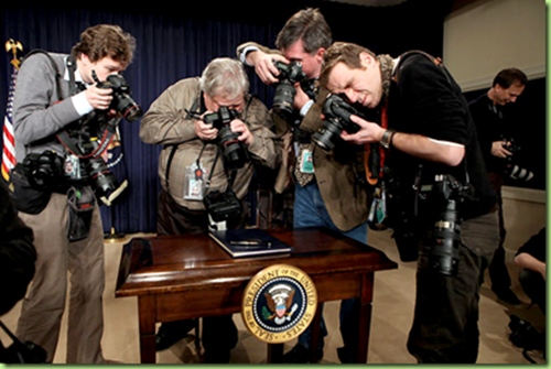 executive order pen photo op_thumb[1]