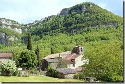 Eglise et presbytère du village : l'abbé Coste y écrivit sa Flore de France de 1900 à 1906.