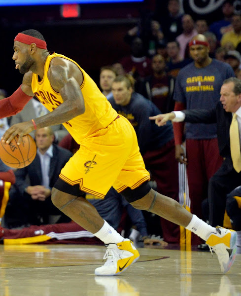 King James Wears New LeBron 12 Cavs Home PE vs Spurs