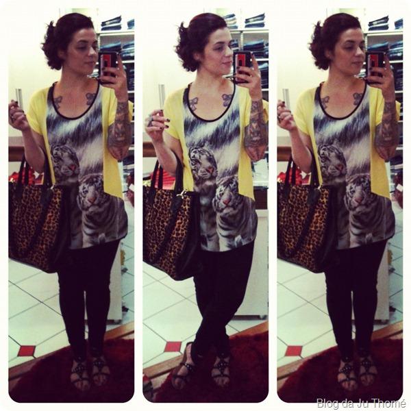 look blusa amarela com tigres e jeans preto com rasteira