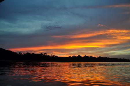 Obiective turstice Costa Rica: Apus de soare pe Rio Tortuguero.jpg