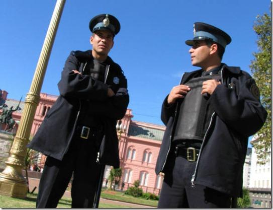 size_590_Polícia_Argentina