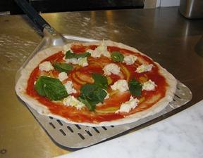 769px-Neapolitan_pizza