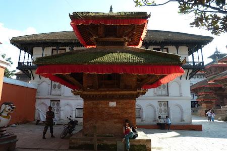 Obiective turistice Katmandu: pagoda Nepal