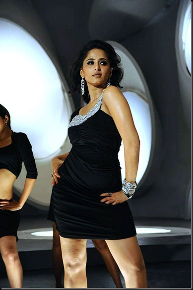 Anushka-Latest-Stils-From-Mahesh-Khaleja-6