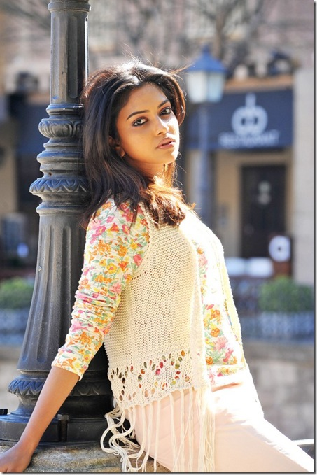 amala-paul-in-iddarammayilatho-movie-new-images-4