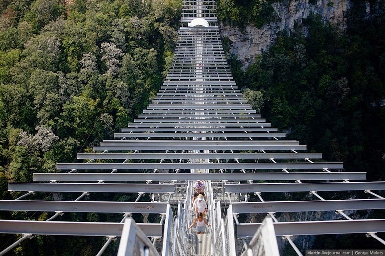sochi-suspension-bridge-12