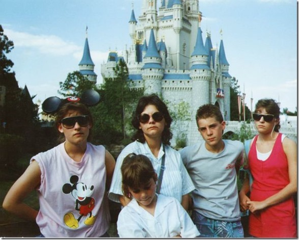 embarrassing-family-vacation-13