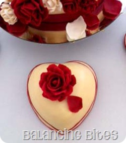 Red rose heart cake copy