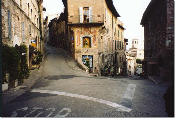 084-assisi-street
