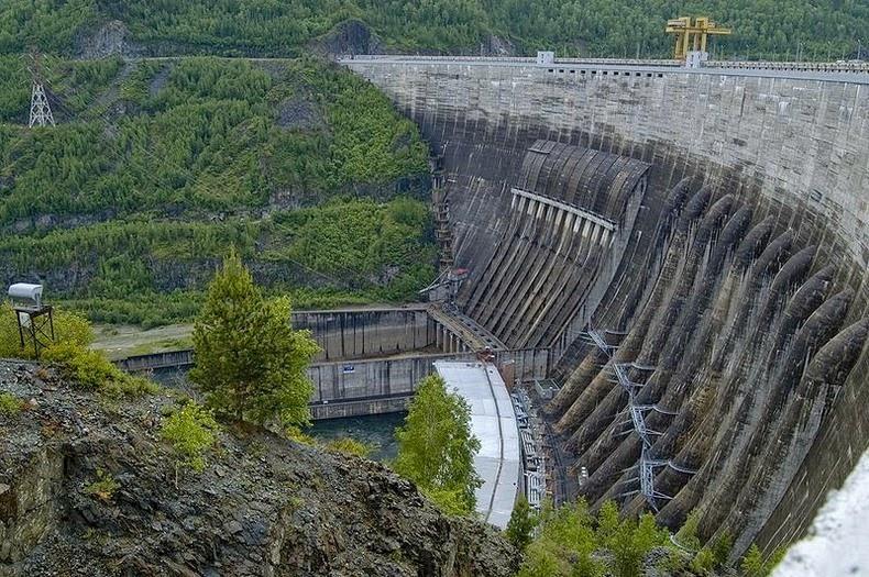 Sayano–Shushenskaya-Dam-3