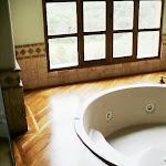 Enchapes para saunas y Jacuzzis - Jacuzzi en Teca.jpg