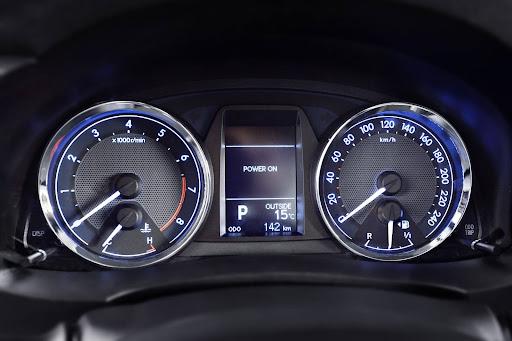 2014-Toyota-Corolla-ic-mekan-6.jpg