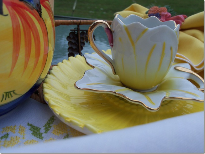 yellow teacup 009