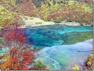 most-beautiful-sceneries-The-colorful-waters-of-the-Jiuzhaigou-river-china