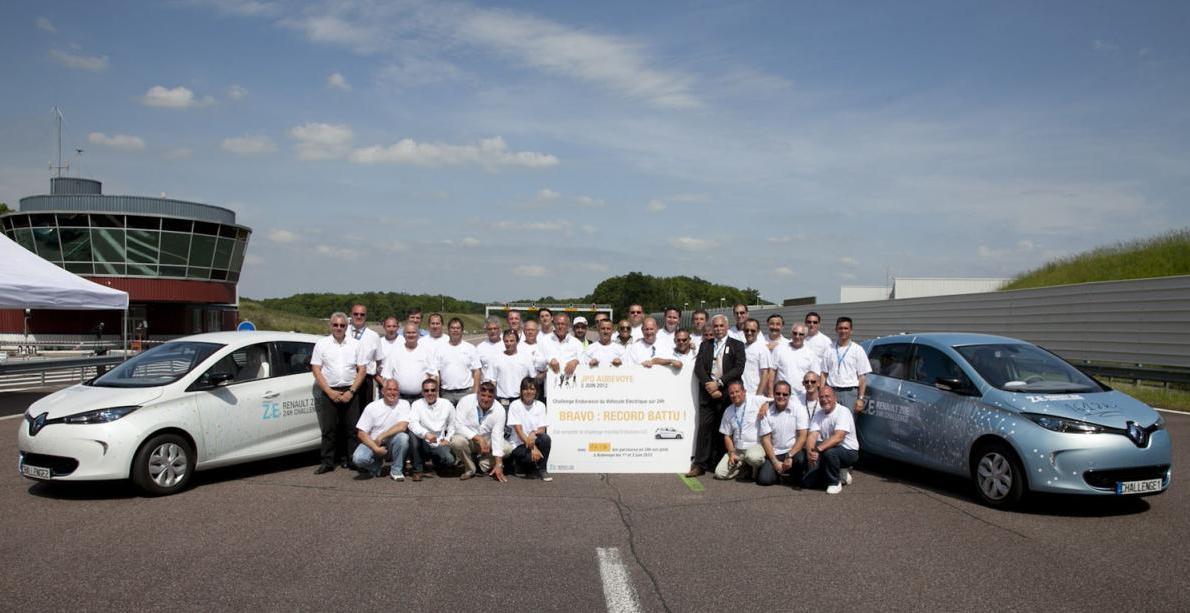[Resim: 2013-Renault-ZOE-A-New-World-Record-1.jpg?imgmax=1800]