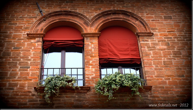 Fedetails views 3: finestre (1), Ferrara, Emilia Romagna, Italia - Fedetails views: windows (1) , Ferrara, Emilia Romagna, Italy - Property and Copyrights of www.fedetails.net