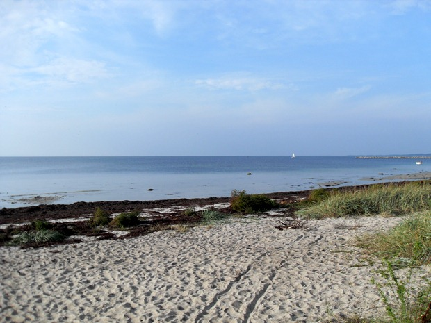 En strand en morgen i september