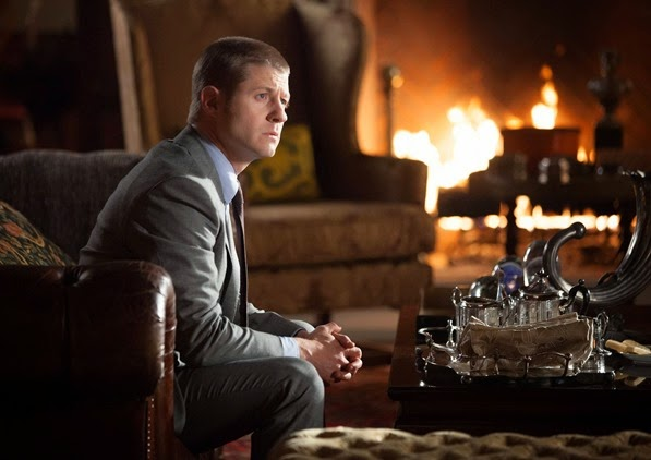 "GOTHAM: Detective Gordon (Ben McKenzie) visits Wayne Manor in the ""Selina Kyle"" episode of GOTHAM airing Monday, Sept. 29 (8:00-9:00 PM ET/PT) on FOX. ©2014 Fox Broadcasting Co. Cr: Jessica Miglio/FOX"