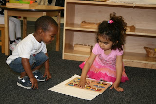 montessori-daycare-irvine-toddlers-playing