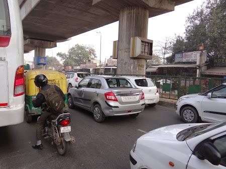 01. Trafic in Delhi.JPG