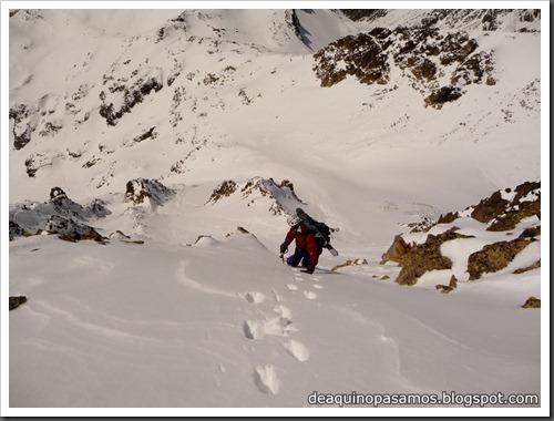 Arista NO y Descenso Cara Oeste con esquís (Pico de Arriel 2822m, Arremoulit, Pirineos) (Omar) 0788