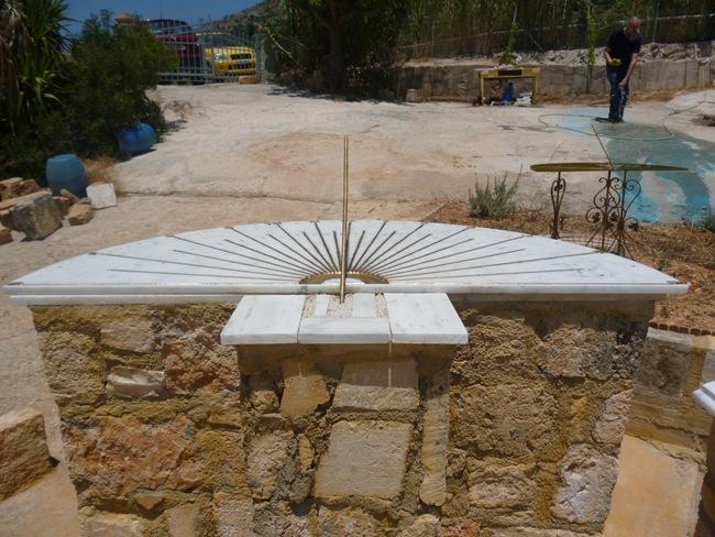Το ηλιακό ρολόι στα Ραζάτα