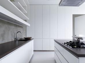 Cocina-de-diseño-muebles-cajoneria-blanca