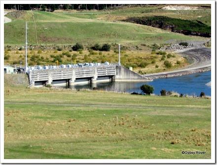 Waiau River control dam below Manapouri.