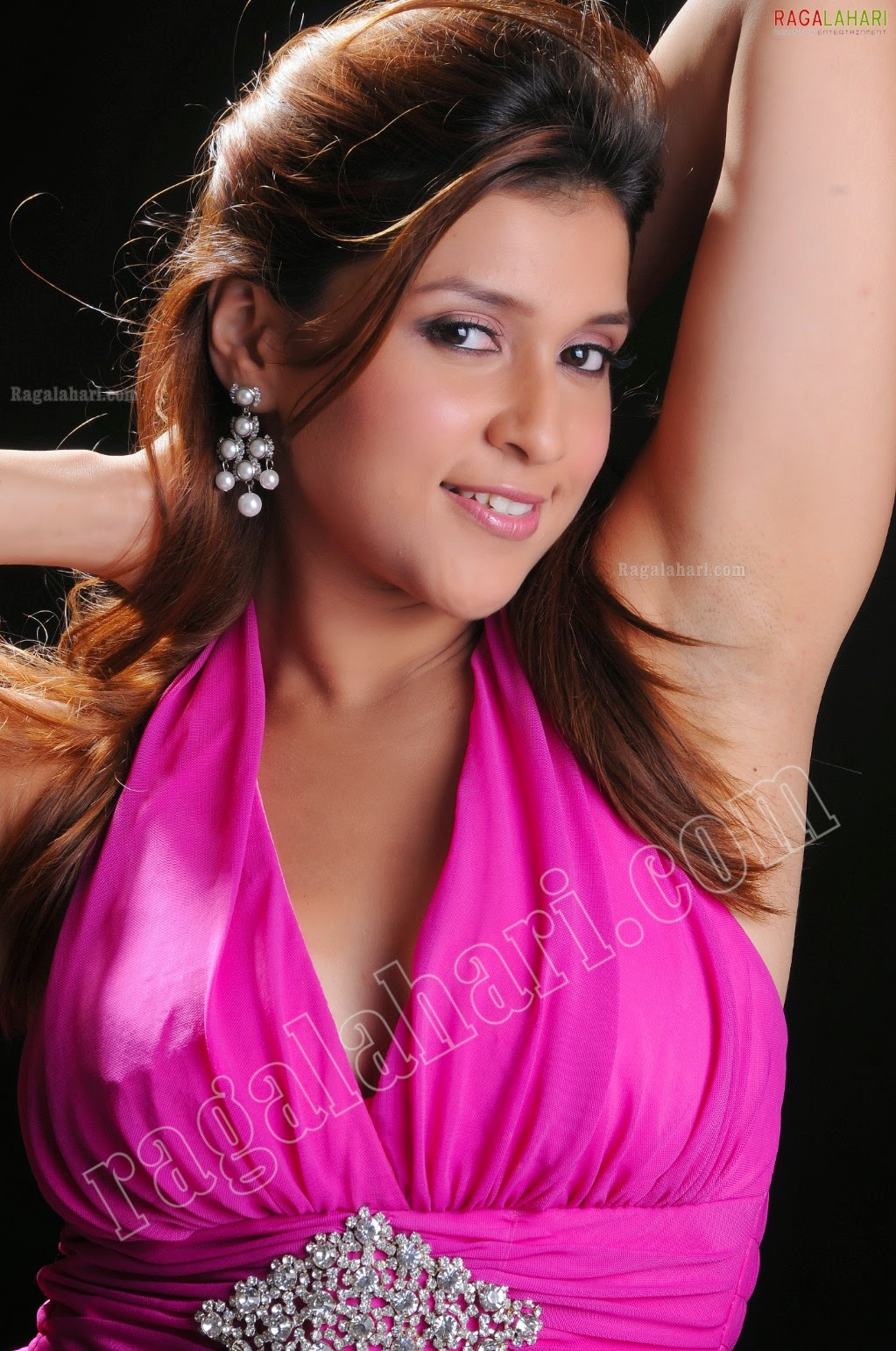 Pictures from indian movies and actress: Manara chopra