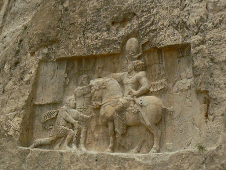 Things to see in Persepolis: Roman Emperor at the feet of the Parthian King