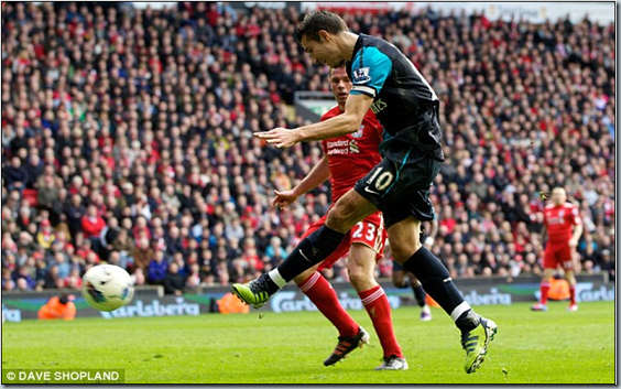 Liverpool 1 Arsenal 2  Robin van Persie scores double in late win   Mail Online-092924