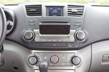 2011-Toyota-Highlander-controls