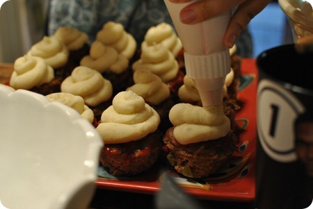 "Mini meatloafs with mashed potato ""frosting"""