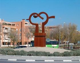 Rivas escultura Abrazo