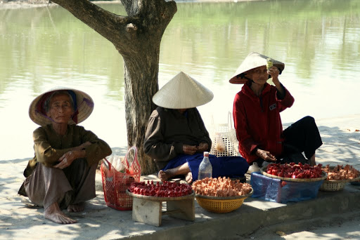 Sellers offering their wares on Thu Bon river, with minimum effort.