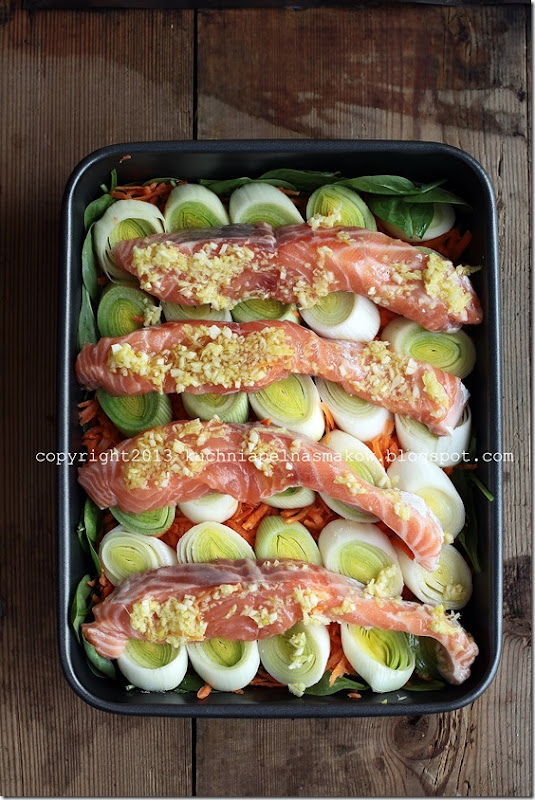 szybki łosoś z piekarnika na warzywach (2)