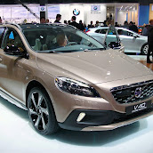 2013-Volvo-V40-Cross-Country-1.jpg