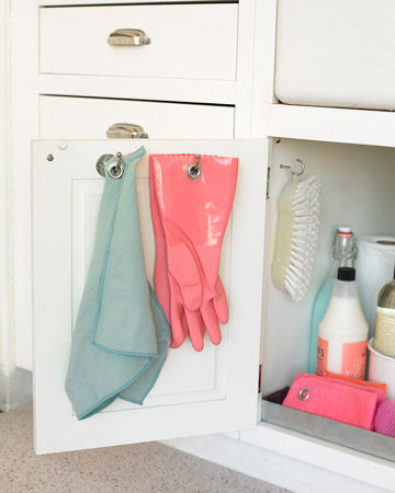 Keep your cleaning supplies below the sink and away from the food! These door hooks are perfect to help organize your kitchen's cleaning cabinet.