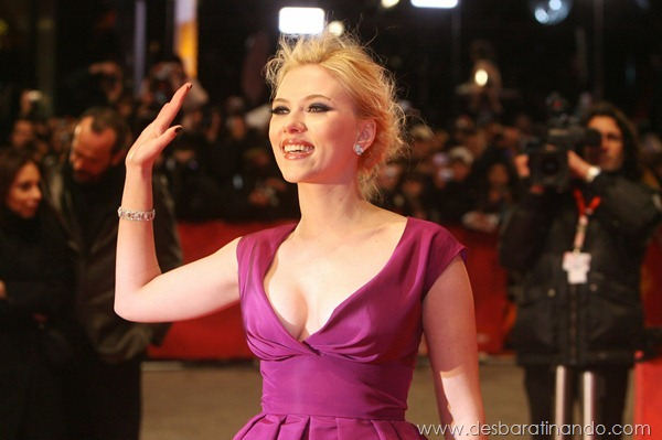 "US actress Scarlett Johansson waves to wellwishers as she arrives on the red carpet for the screening of for the movie ""The Other Boleyn girl"" by British director Justin Chadwick and presented out of competition during the 58th International Berlinale Film Festival in Berlin on February 15, 2008. AFP PHOTO JOHN MACDOUGALL (Photo credit should read JOHN MACDOUGALL/AFP/Getty Images)"