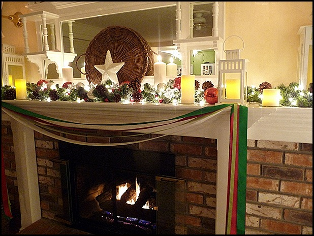 Ribbons on mantel 2012 002 (800x600)