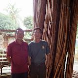 写真14: 今回工場を案内してくれたタンさん従兄弟。後ろのSemanbuは1級。